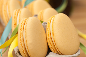 Egg-shaped macaron-th